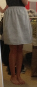 Paul is out of town, so the photos lack their normal finesse. But this skirt certainly does not.